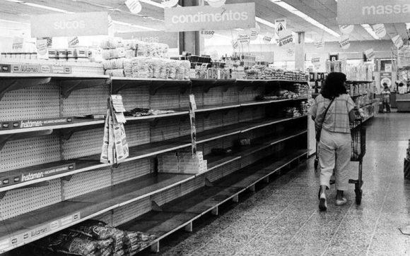 Pactos, congelamentos e inércia: as crises dos 80
